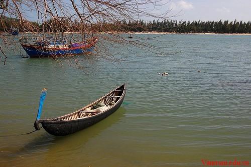 Phân tích nhân vật Phùng trong Chiếc thuyền ngoài xa của Nguyễn Minh Châu
