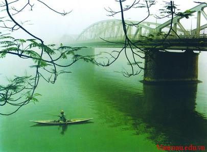 Phân tích Vẻ đẹp của sông Hương qua bài Ai đã đặt tên cho dòng sông