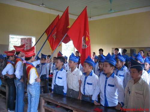 Tả lại quang cảnh buổi kết nạp vào Đội Thiếu niên Tiền phong Hồ Chí Minh