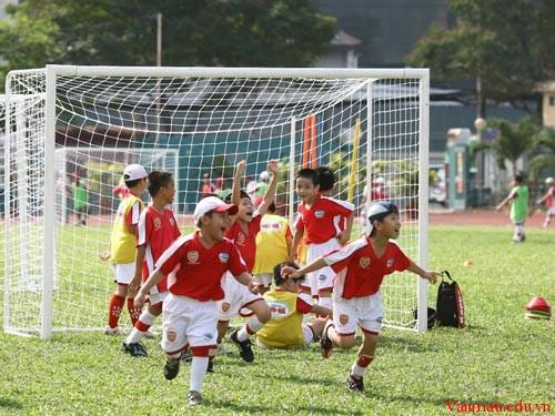 14 thieu nhi da bong - Kể lại trận thi đấu thể thao