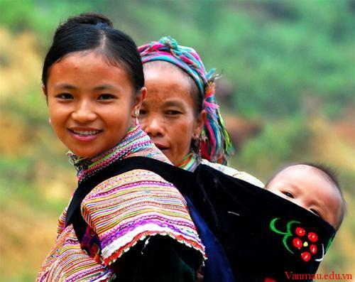 ad579 - Hình ảnh người mẹ trong bài Khúc hát ru những em bé lớn trên lưng mẹ