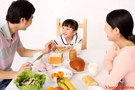 cv4c5 - Tả bữa ăn của gia đình em
