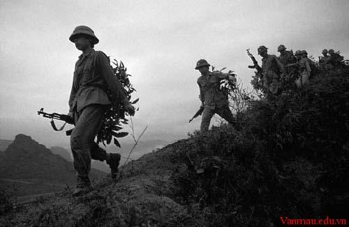 Hình ảnh người lính trong hai tác phẩm Đồng chí và Bài thơ về tiểu đội xe không kính