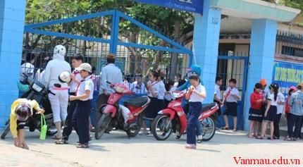 congtruong2233 - Tả lại cảnh tan trường sau các buổi học