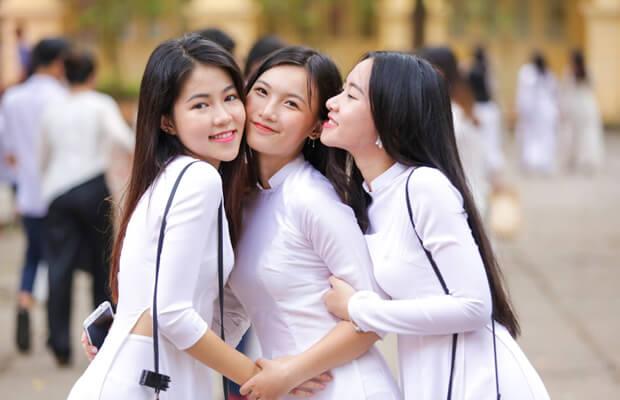 anh hot girl hoc sinh cap 3 om nhau - Cảm nhận cùa em về một bài thơ xuân đặc biệt - Bài Nguyên tiêu (Rằm tháng giêng) của Hồ Chí Minh